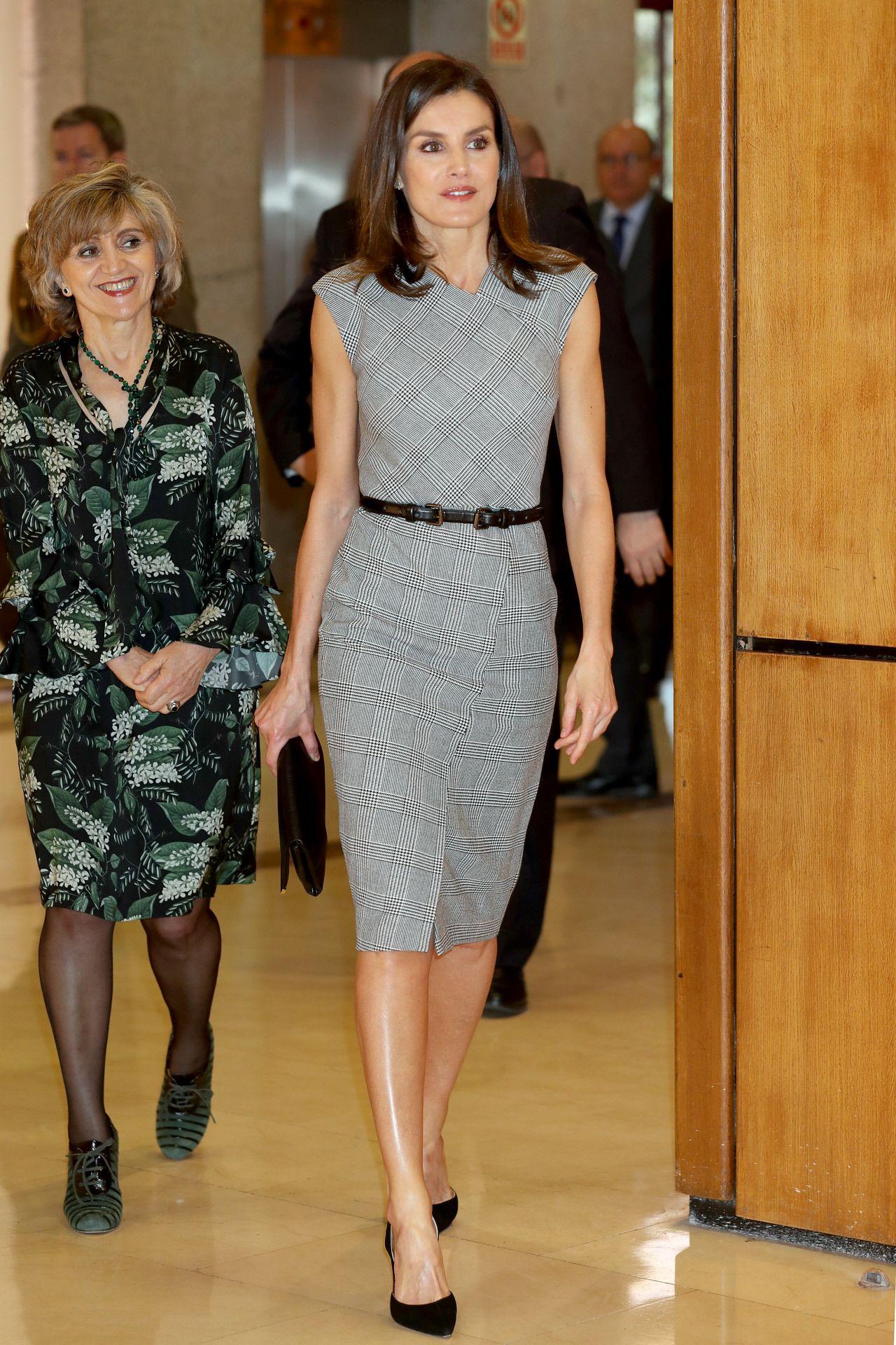 El estilo de la Reina Letizia - Todos los  looks  de la reina Letizia a9163c719342