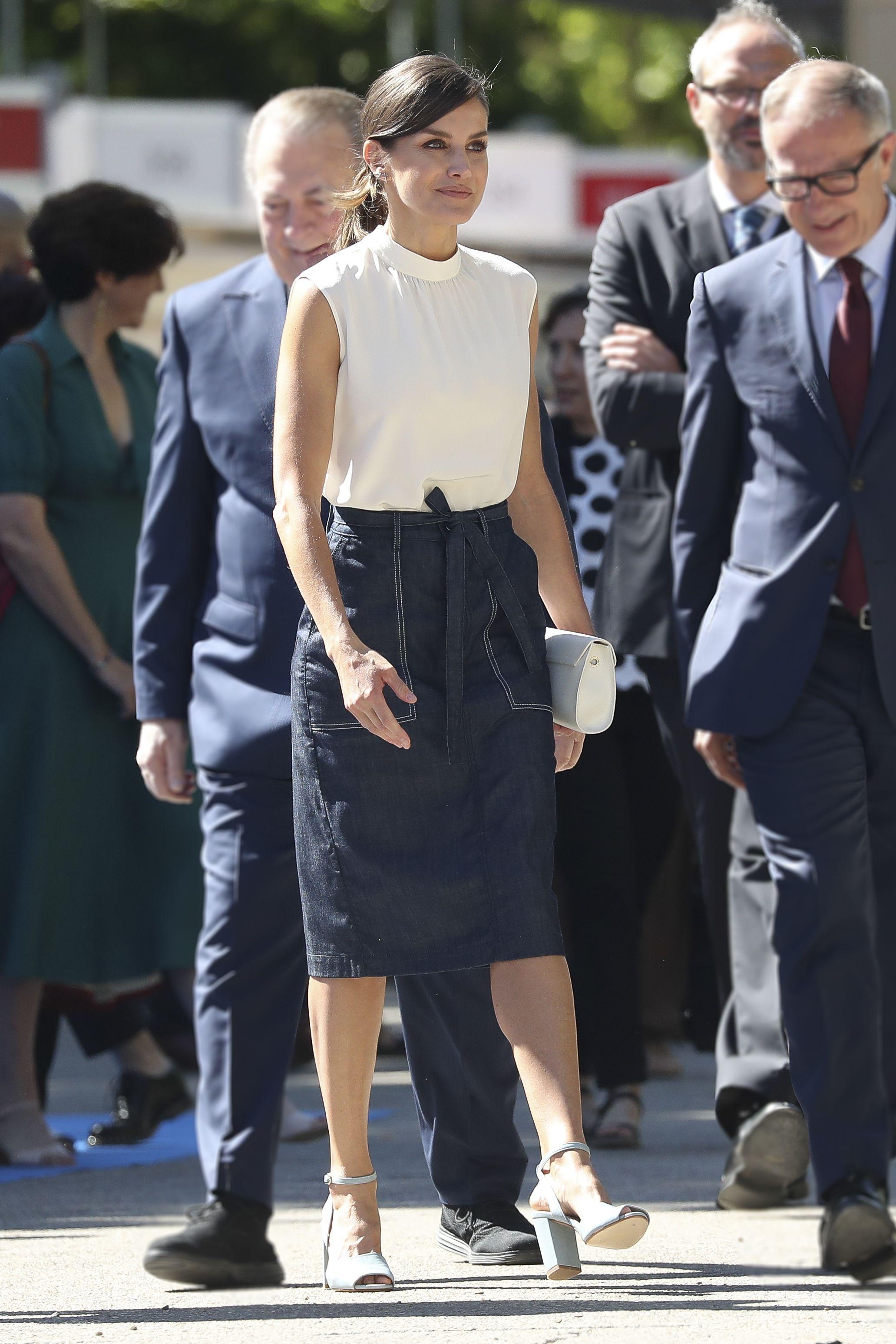 842212098 La Reina Letizia deslumbra con una falda que vas a querer (y poder ...