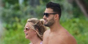 Britney Spears y su novio se van a la playa a disfrutar de las motos de agua