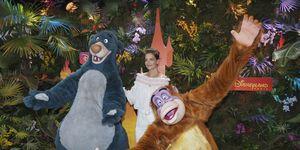 Katie Holmes en Disneyland