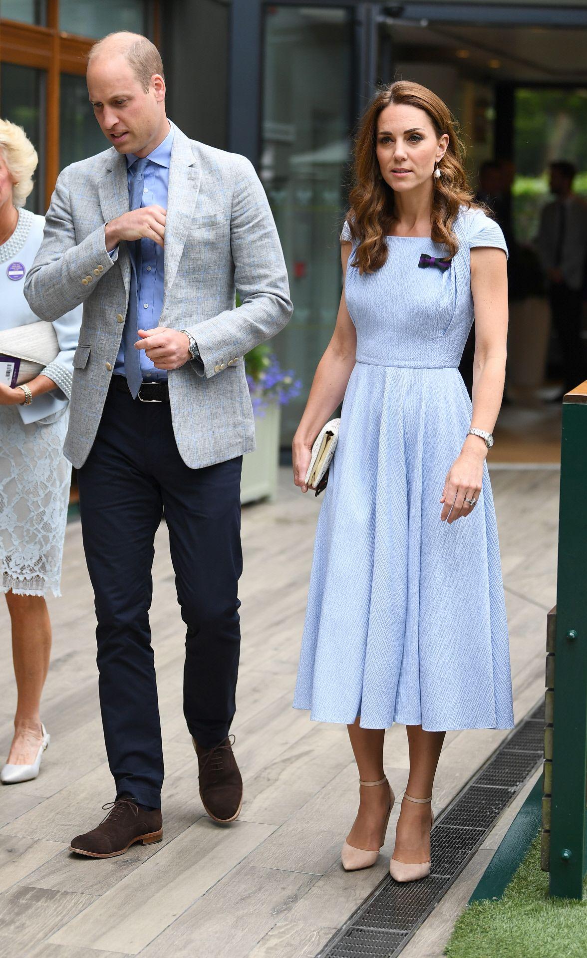 Kate Middleton apuesta por un vestido azul bebé para Wimbledon