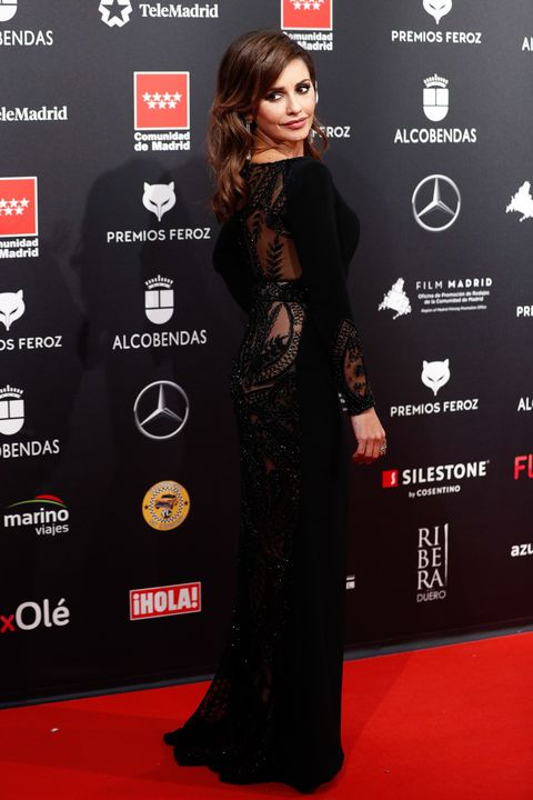 Red carpet, Carpet, Clothing, Dress, Hairstyle, Premiere, Flooring, Fashion, Little black dress, Long hair,