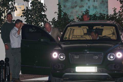 Juan Carlos y la infanta Elena visitan a Simoneta Gómez-Acebo en el hospital
