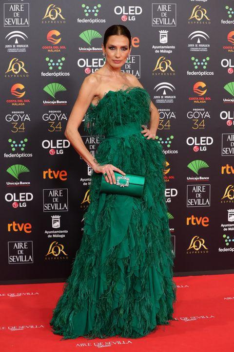 Red carpet, Green, Carpet, Clothing, Dress, Shoulder, Gown, Strapless dress, Flooring, Fashion,