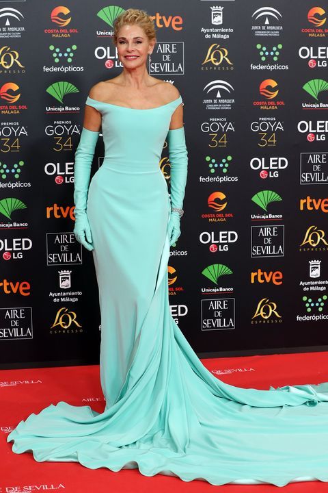 Dress, Red carpet, Gown, Carpet, Clothing, Shoulder, Green, Strapless dress, Flooring, Hairstyle,