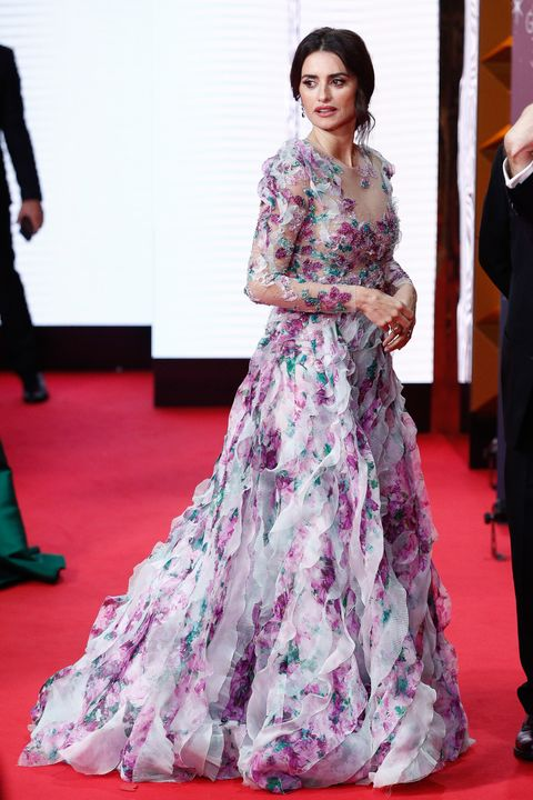 Red carpet, Fashion model, Dress, Clothing, Gown, Carpet, Flooring, Fashion, Formal wear, Haute couture,