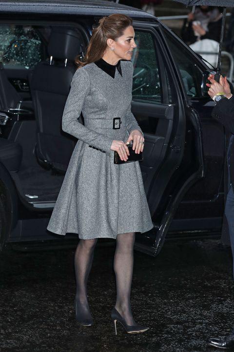 Kate Middleton tiene el vestido gris que todas quieren copiar
