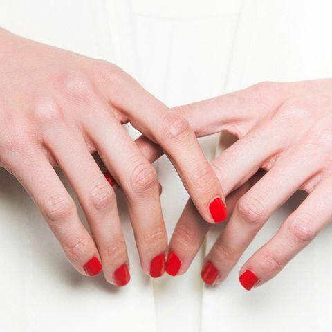 vertical ridges on nails
