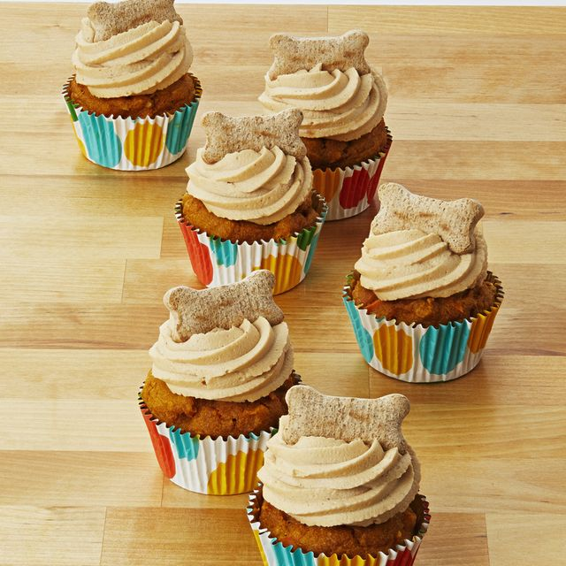 dog friendly cupcakes, peanut butter pupcakes