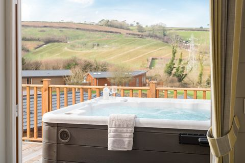dog friendly holidays with hot tubs