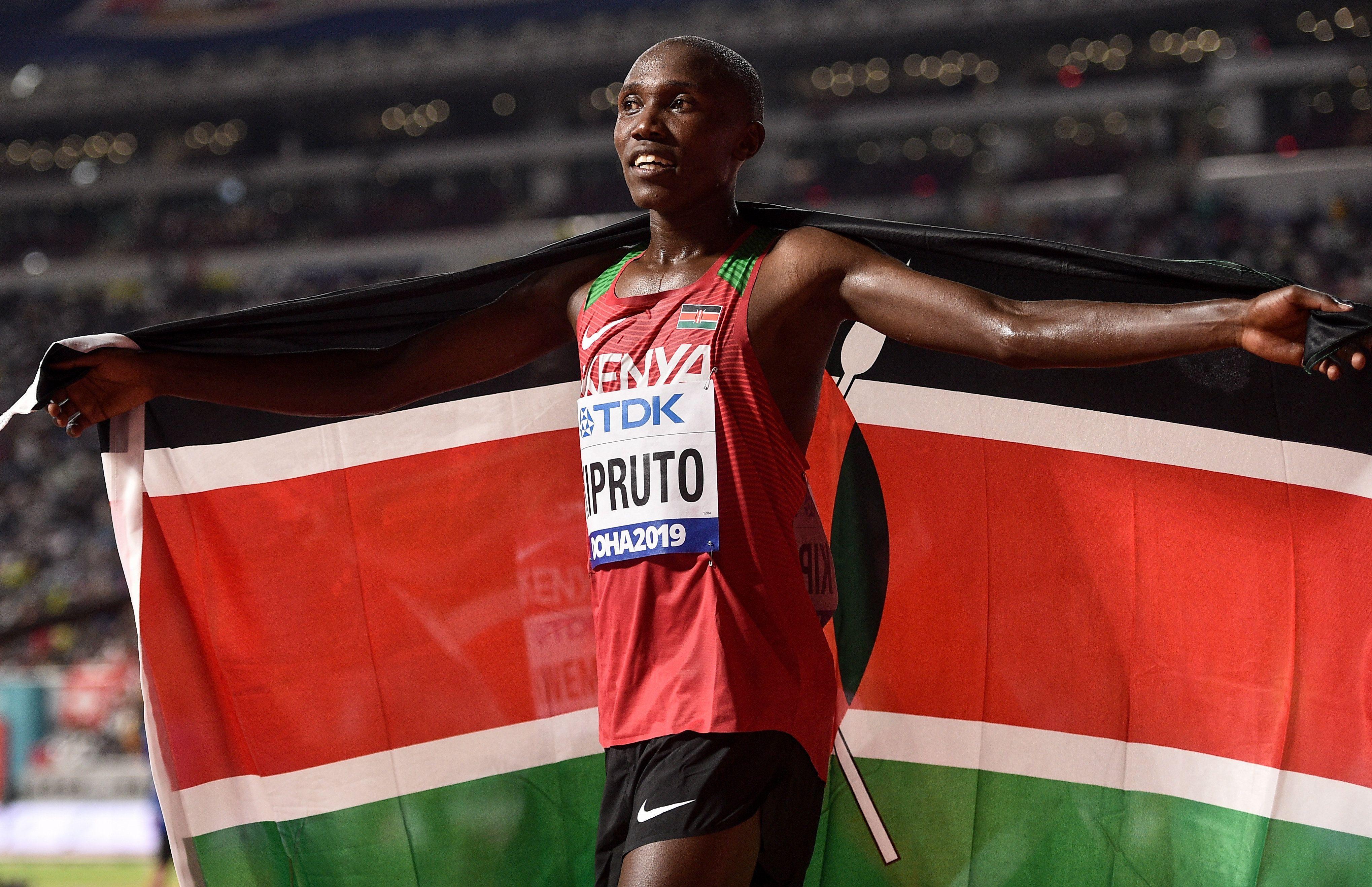 Rhonex Kipruto breaks 10K world record