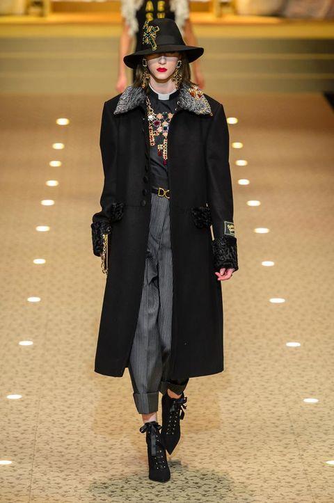 Cappotti moda autunno inverno 2018 2019  la tendenza per modelli ... e427bb4453dc