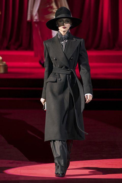 Fashion, Runway, Fashion show, Event, Formal wear, Coat, Performance, Suit, Haute couture, Fashion design,