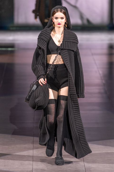 Fashion model, Fashion, Clothing, Street fashion, Fashion show, Tights, Beauty, Snapshot, Leg, Outerwear,