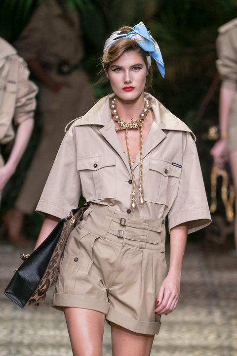 Fashion model, Fashion, Runway, Clothing, Fashion show, Beauty, Fashion design, Human, Headgear, Spring,