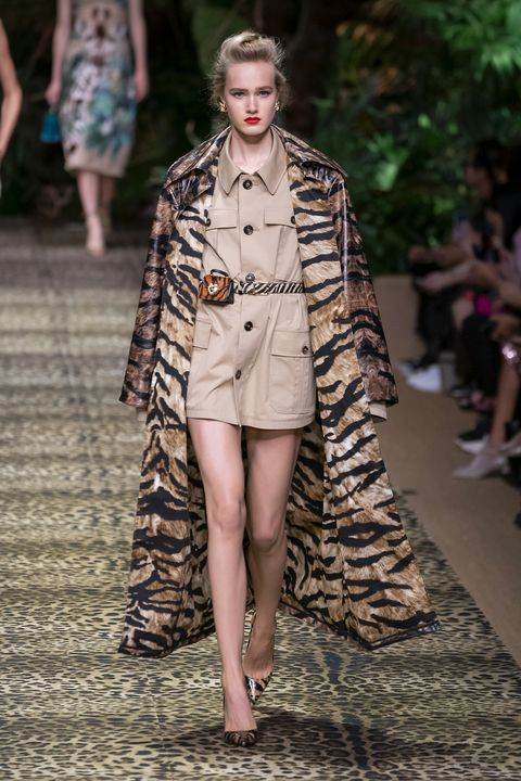 Fashion, Fashion model, Fashion show, Runway, Clothing, Street fashion, Fashion design, Haute couture, Outerwear, Coat,