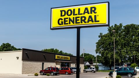 is dollar general open on new years day
