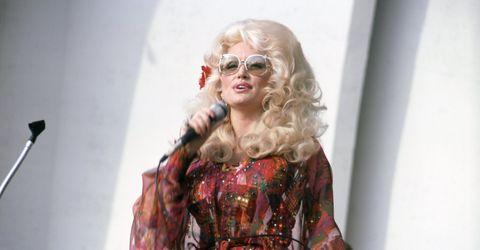 Hair, Eyewear, Blond, Clothing, Fashion, Fashion model, Fashion design, Glasses, Street fashion, Sunglasses,