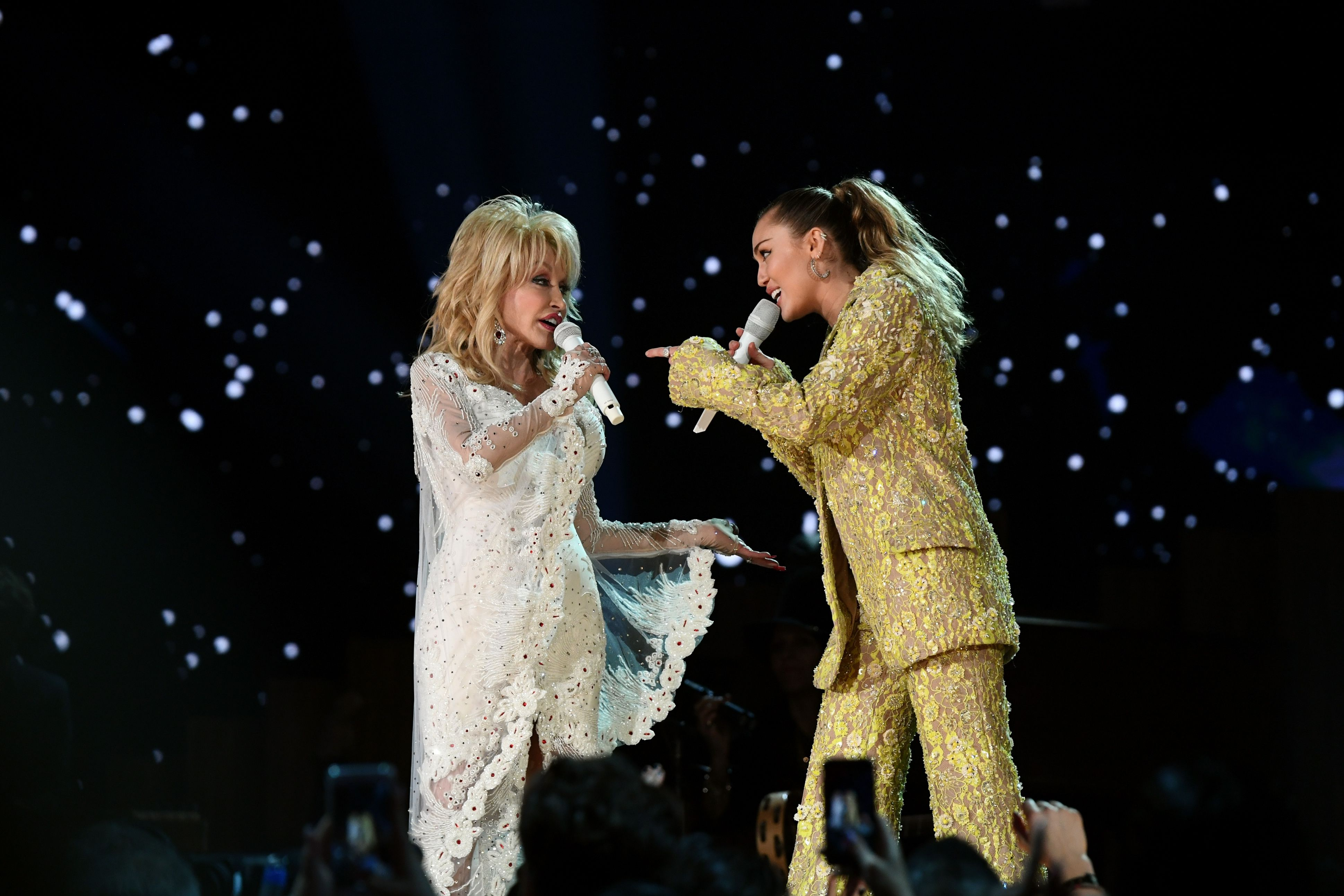 Are Dolly Parton And Miley Cyrus Related Dolly Parton S Relationship With Miley Cyrus