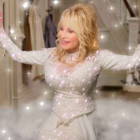 dolly parton's christmas on the square l to r dolly parton as angel in dolly parton's christmas on the square cr courtesy of netflix © 2020