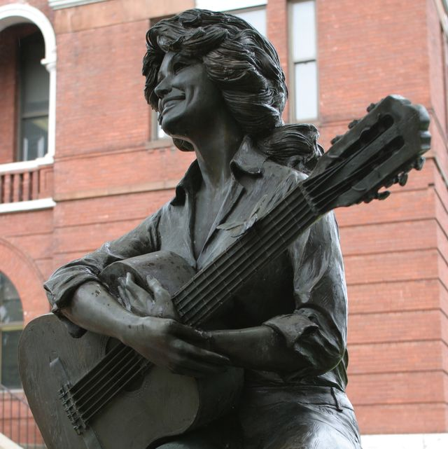 a dolly parton statue on the lawn of the sevier county courthouse