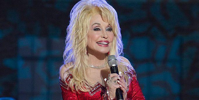 Dolly Parton Christmas.Hallmark S Christmas At Dollywood Movie Dolly Parton S