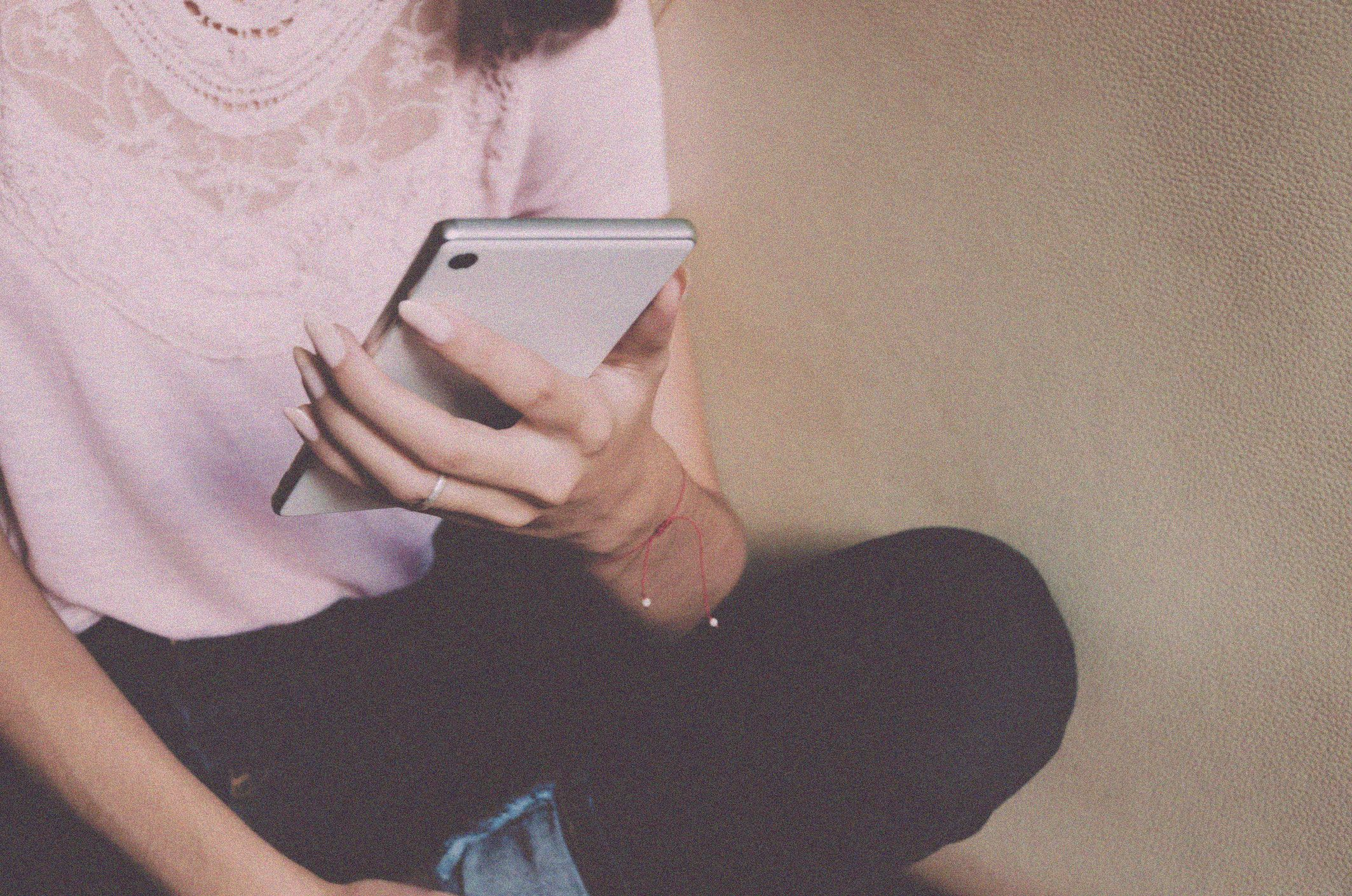 Le 20 domande da fare in una chat hot con il fidanzato per mettere un po' di pepe (anche a distanza)