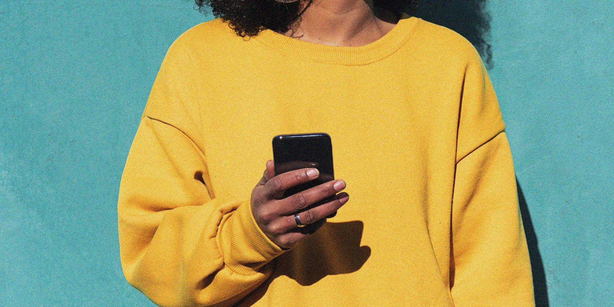 20 domande divertenti da fare in chat al fidanzato o alla partner per ridere insieme (anche a distanza)