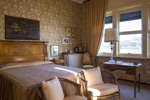 Room, Interior design, Wood, Property, Textile, Floor, Window treatment, Wall, Furniture, Linens,