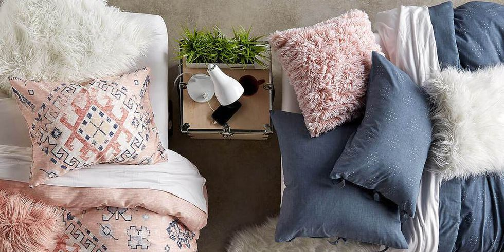8 Simple and Stylish Ways to Decorate Your Dorm Room
