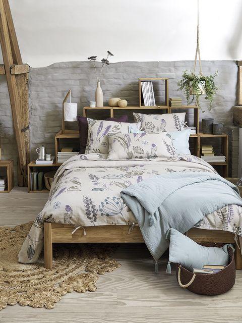 Bed, Bedroom, Bed sheet, Bedding, Furniture, Duvet cover, Bed frame, Room, Textile, Duvet,