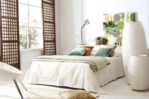 Dormitorio moderno decorado en blanco