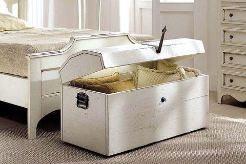 Orden en el dormitorio: Baúl a los pies de la cama