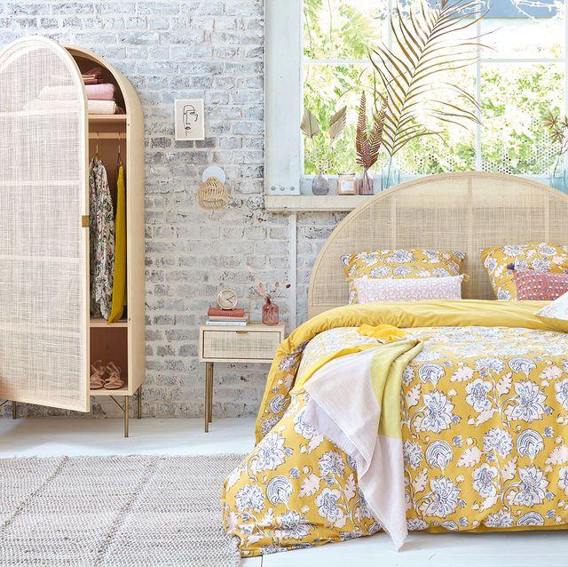 dormitorio con decoración de verano