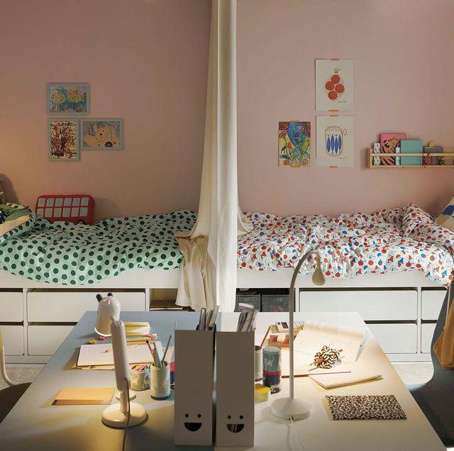 dormitorio infantil para dos hermanos con mesas de escritorio