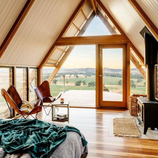 dormitorio en una cabaña de diseño moderno