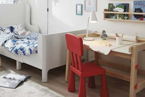 dormitorio infantil con cama crecedera o evolutiva