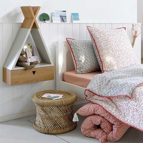 Dormitorio infantil: Mesita de noche