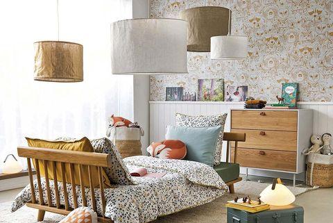 Dormitorio juvenil con lámparas de techo