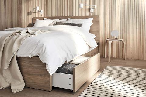 dormitorio de madera cama con cajones