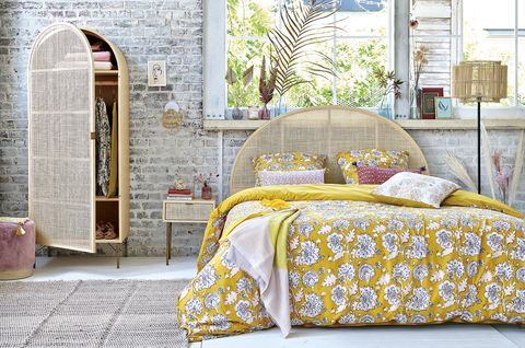 Dormitorio con muebles de fibra