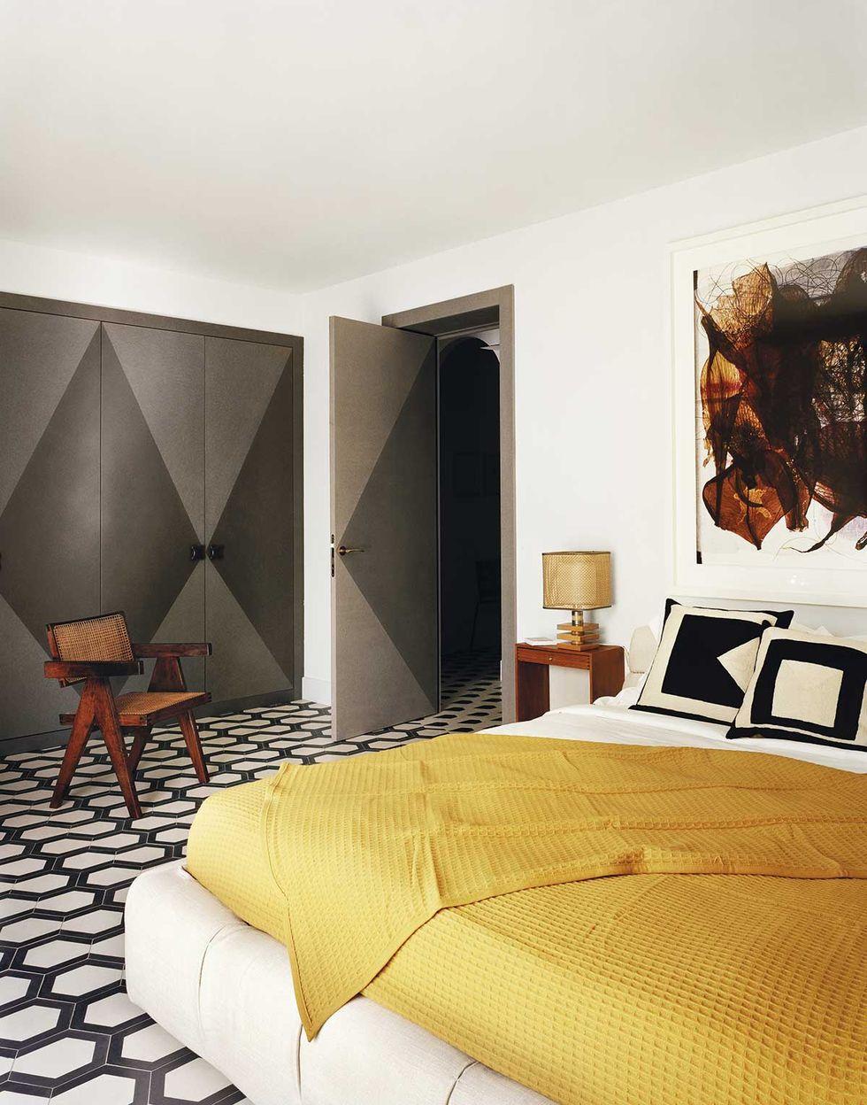 现代风格的卧室,黄色披毯