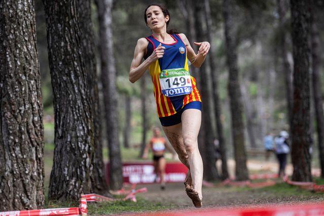 douae ouboukir corre descalza el campeonato de españa de cross del cerro de los Ángeles de getafe