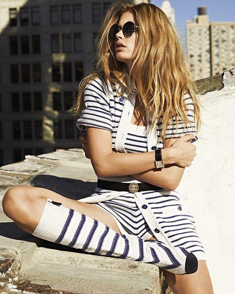 Eyewear, Hair, Clothing, Sunglasses, Beauty, Fashion, Cool, Street fashion, Hairstyle, Blond,