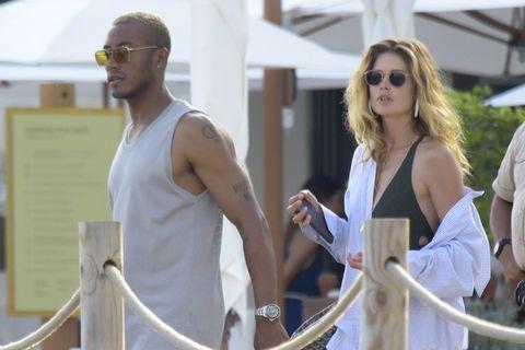 La modelo Doutzen Kroes junto a su marido durante sus vacaciones estivales en Ibiza.