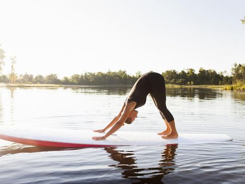 Down dog asana yoga benefici