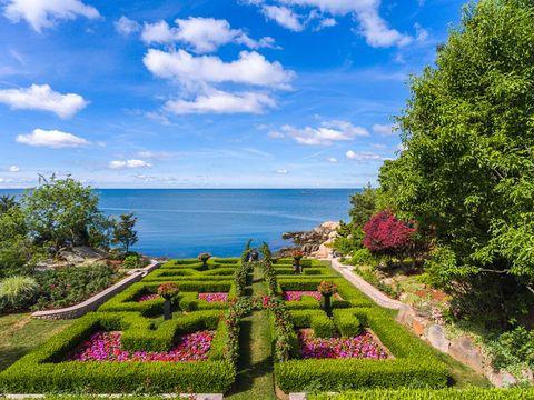 Natural landscape, Sky, Nature, Green, Property, Grass, Garden, Tree, Coast, Botany,