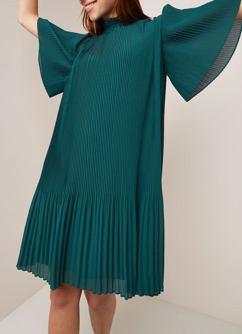 Clothing, Shoulder, Green, Turquoise, Sleeve, Teal, Dress, Joint, Neck, Aqua,