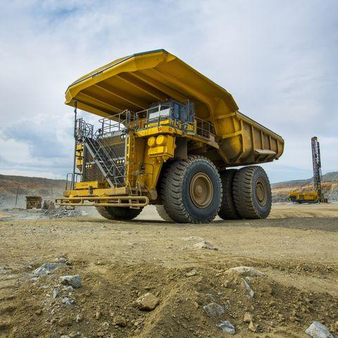 Transport, Vehicle, Yellow, Construction equipment, Mode of transport, Automotive tire, Wheel, Tire, Soil, Sky,