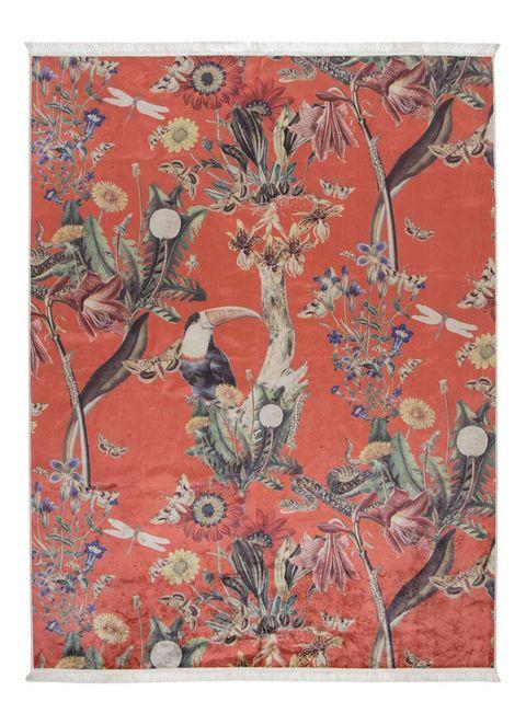 geef je interieur pit met dit airen vloerkleed van essenza de botanische print laat de allermooiste exotische bloemen en dieren zien, waaronder een toekan en een slang   en de kleur is helemaal on trend het karpet voelt fluweelzacht aan je voeten en heeft lichte kwastjes voor een fris effect